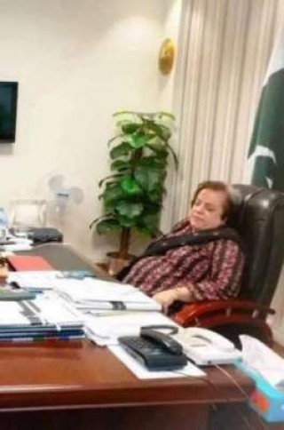 shireen-mazari-sleeping